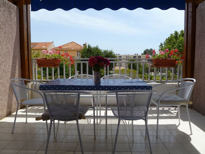 Two Bedroom Family Apartment With Large Terrace, Sea Views, 4 mins. to beach, vacation rental in Le Lavandou