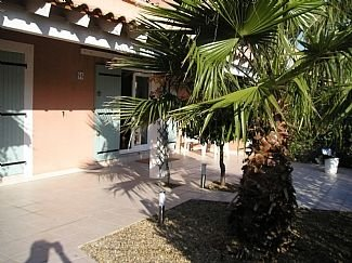 Modern Beach Villa, With Shared Pool, Sleeps 7, casa vacanza a Portiragnes