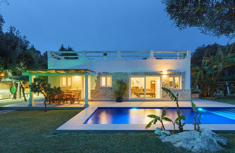 LAST MINUTE SEPTEMBER. Villa with a 2000m zen gar, vacation rental in Sa Pobla