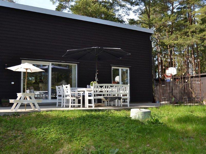REDUCED PRICE!Modernt hus. Unikt ogenerat läge nära stockholm, sjö och skärgård, location de vacances à Nacka