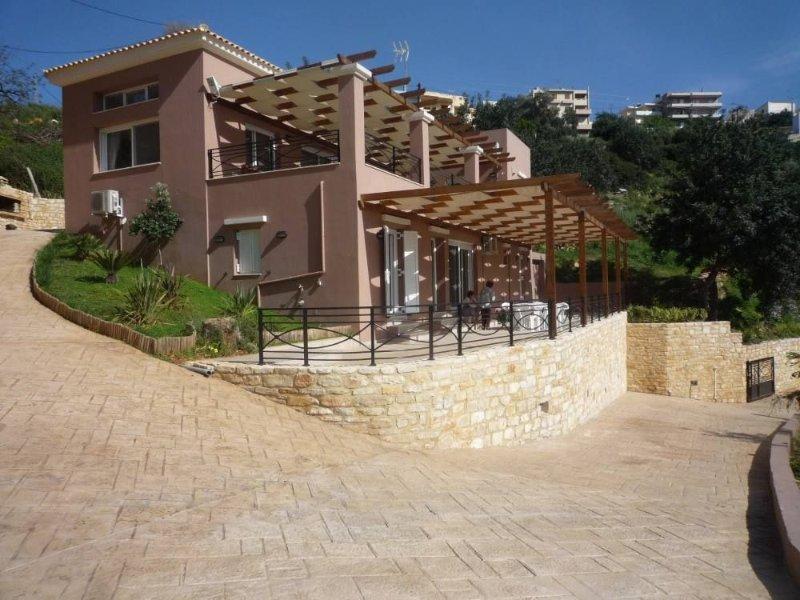 Sises: GRANDE MAISON AVEC JARDIN PRIVATIF PROXIMITE PLAGE CLIMATISATION, holiday rental in Axos