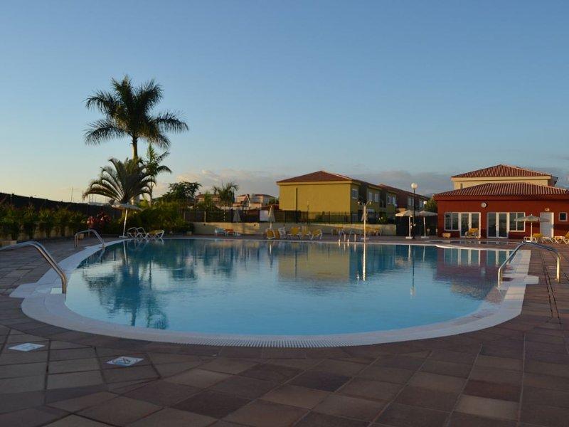 nice duplex, comfortable, and located in quiet area, vacation rental in Maspalomas