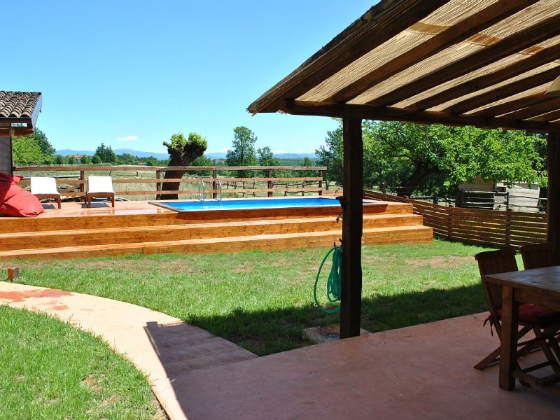 Appartamento Lux Indipendente con Giardino e Piscina Privata, holiday rental in Cantalupo Ligure
