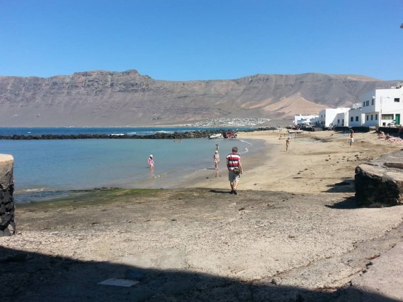 Quiet apartment in Famara beach, holiday rental in Las Laderas