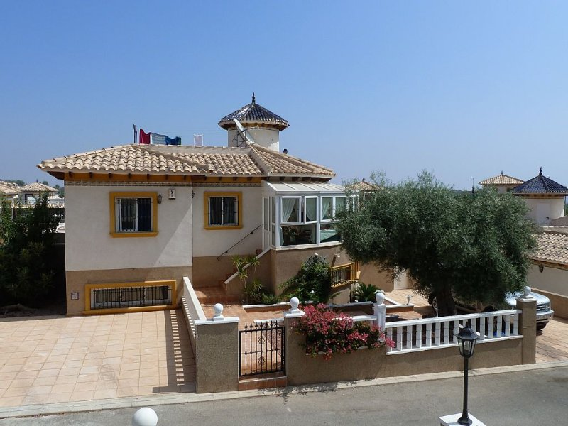Detached Villa With Private Pool, vacation rental in La Zenia