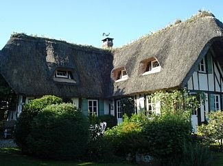 Thatched Cottage on the Banks of the Seine, location de vacances à Bourneville