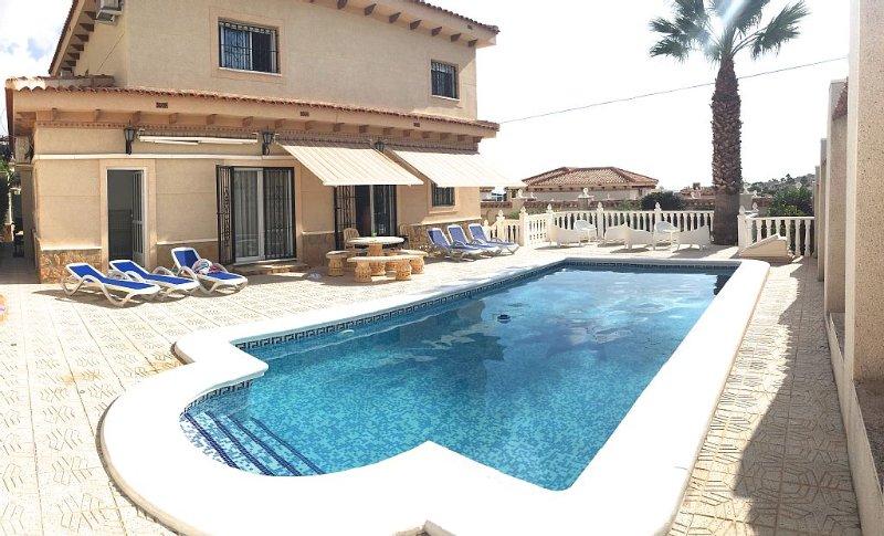 Beautiful, luxury villa. Sleeps 12 in 6 bedrooms., holiday rental in Lo Rufete