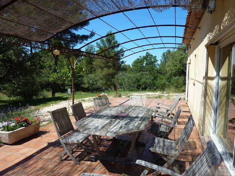 villa de 110 m2 - très grand jardin - calme - campagne, holiday rental in Fuveau