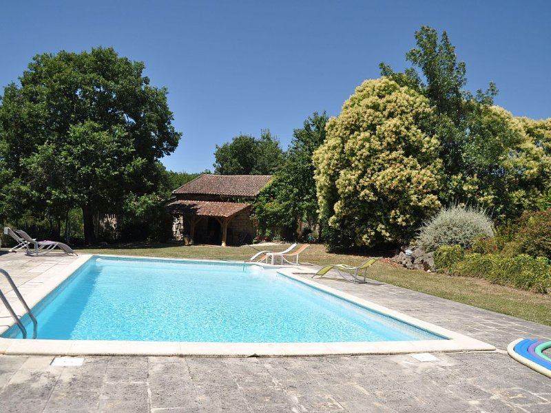 Perfect family holiday property with space to relax in rural setting, location de vacances à Lusignan Petit
