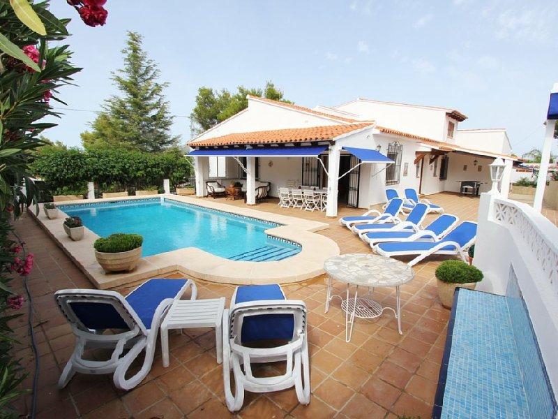 6 Beds, 6 Bath, Summer Kitchen, Spacious, Comfortable, Sea-View, Close to Beach, aluguéis de temporada em Moraira