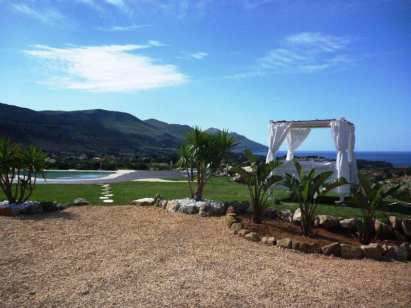 Fantastic Villa With Private Pool And Sea View, vacation rental in Castellammare del Golfo