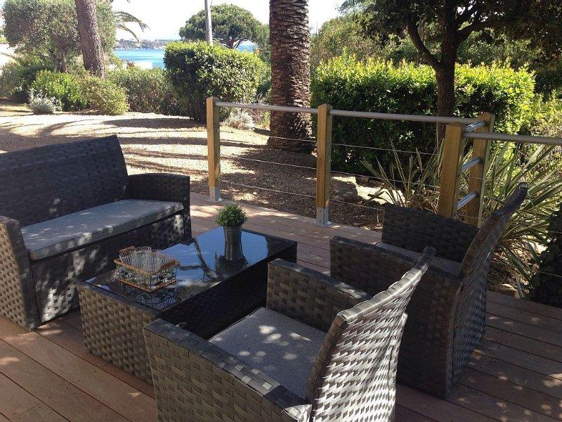 Spacieux Rez de villa avec PISCINE chauffée, jardin arboré. Plage à 300 m, vacation rental in Les Issambres