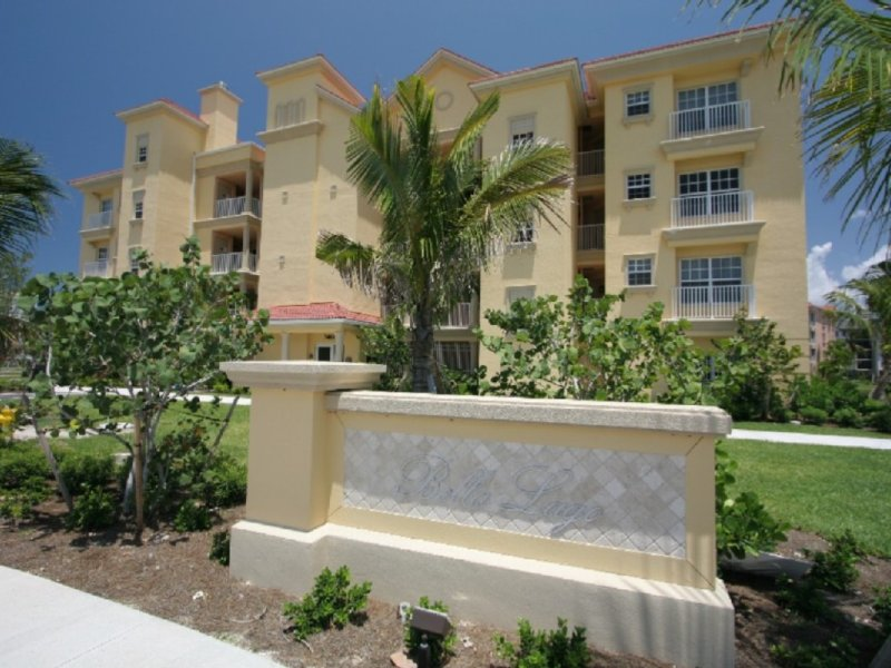 Stunning Apartment, Steps From Beach, Golf & Marina, vacation rental in Fort Myers Beach