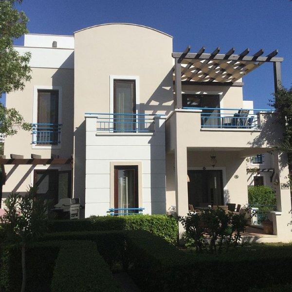 Beautiful Villa Set amongst Mandarin Groves With Roof Terrace To Enjoy  Views., vacation rental in Yalikavak