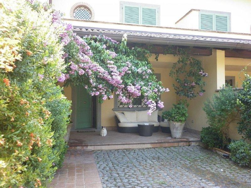 Villa Ewa , spaziosa ,elegante , aria condizionata , jacuzzi, wifi, comfort, holiday rental in Forte Dei Marmi