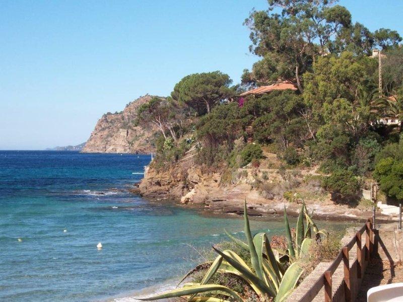 Villa PIEDS DANS L'EAU, casa vacanza a Rayol-Canadel-sur-Mer