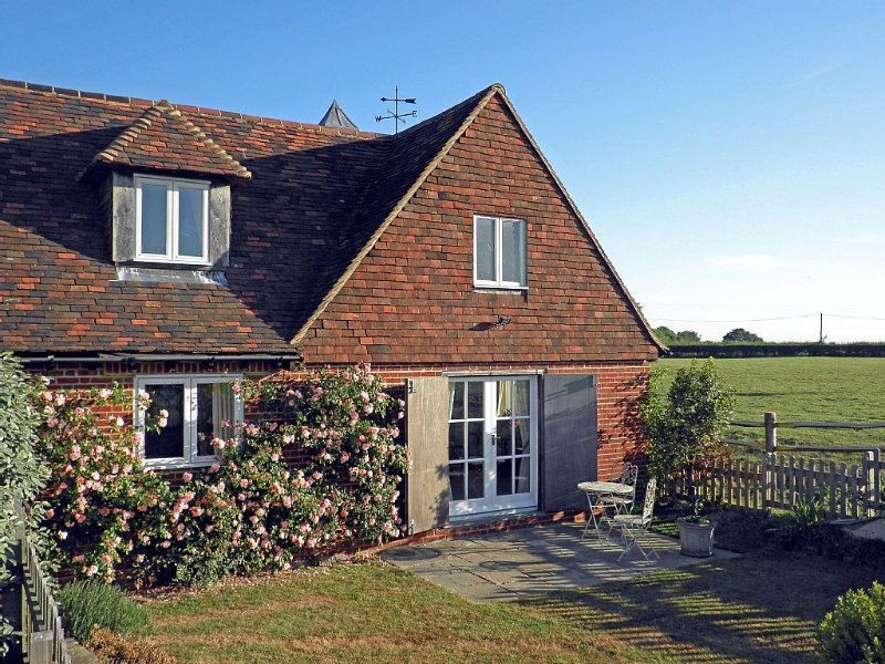 Situated in quiet location, surrounded by farmland and within a mile of Iden., holiday rental in Stone in Oxney