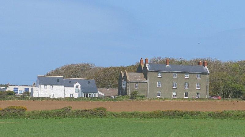 Coastal apartment with stunning views, near the Pembrokeshire Coastal Path, holiday rental in Solva