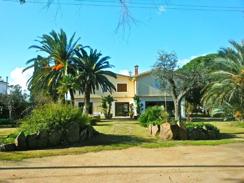 Grande villa sulla spiaggia a contatto con la natura. Relax nel verde., location de vacances à Sarroch