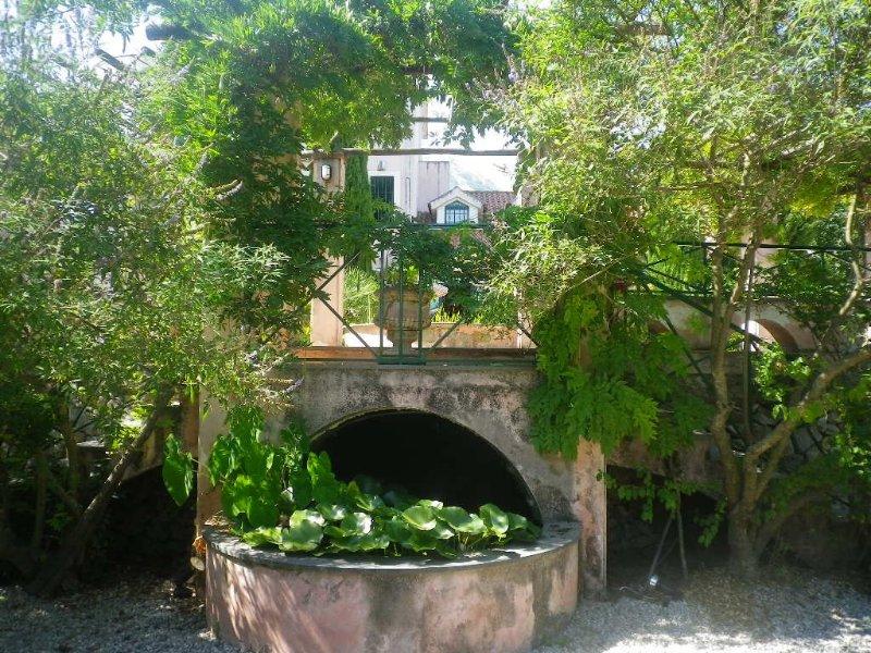 CASA-VILLA CON GIARDINO INDIPENDENTE   E PISCINA PRIVATA, vakantiewoning in Montella