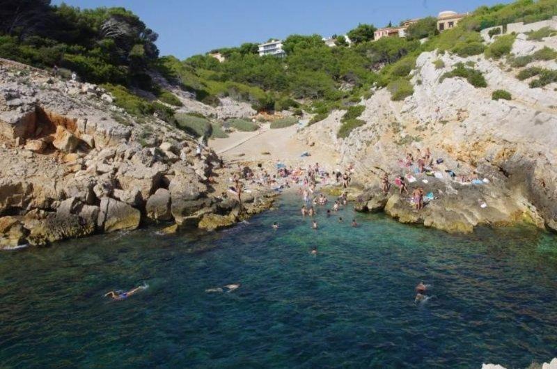 Domaine privé de Port d Alon rez de villa dans jardin 5 mn de la mer piscine ten, holiday rental in Saint-Cyr-sur-Mer