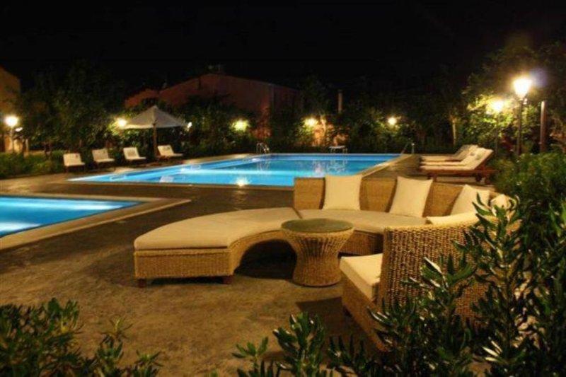Ville Eden sul mare, piscina adulti + piscina bimbi riscaldata, idromassaggio, holiday rental in Lascari