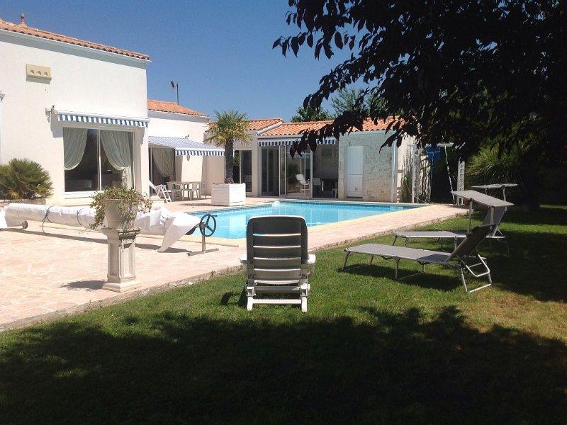 La Rochelle Superbe Villa 200 M2 Piscine privée 8 - 10 Pers Prox Ile de Ré, vacation rental in La Rochelle