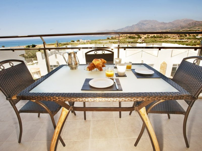 Penthouse, private roof terrace with large communal pools, vacation rental in Koutsouras