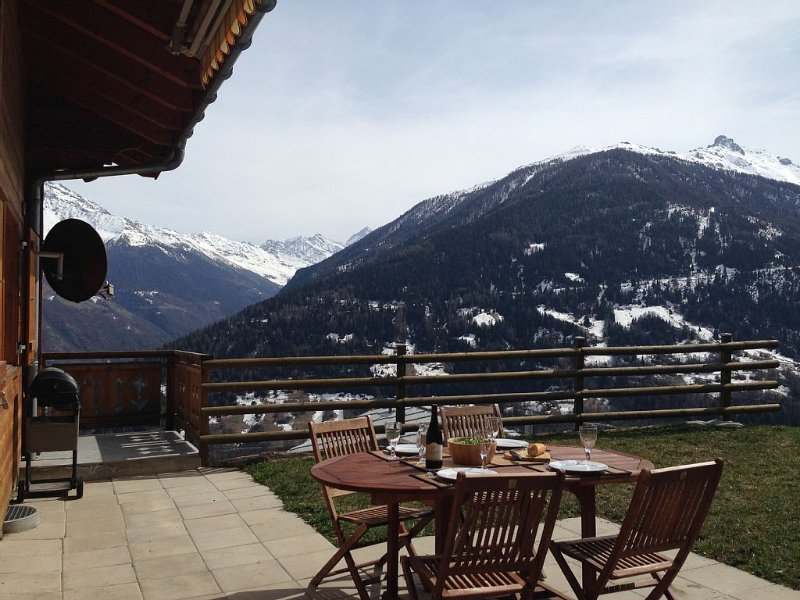 Great 4 Valleys Location, Huge Ski and Boarding for all abilities, holiday rental in Heremence