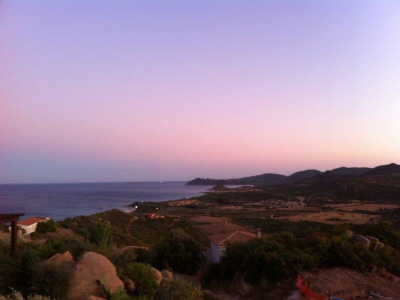 Villa singola con splendida vista su mare ed entroterra.  Giardino., vacation rental in Costa Rei