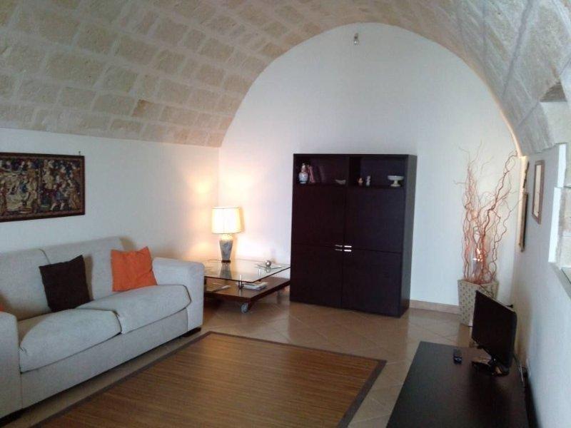 Casa Camillo Querno con ampio terrazzo privato, attrezzato, holiday rental in Monopoli