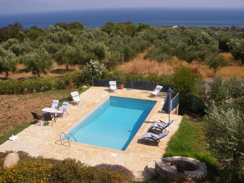 Duplex avec piscine et vue mer panoramique exceptionnelle, holiday rental in Chrani