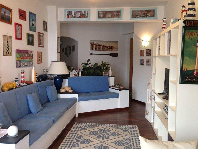 Frontemare, perfetti  80 MQ + 2 terrazze vivibili e attrezzate . WIFI, vacation rental in Sori