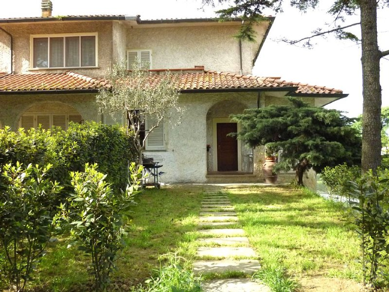 Villetta in campagna con giardino recintato 280 mq - Animali ammessi, holiday rental in Lavoria