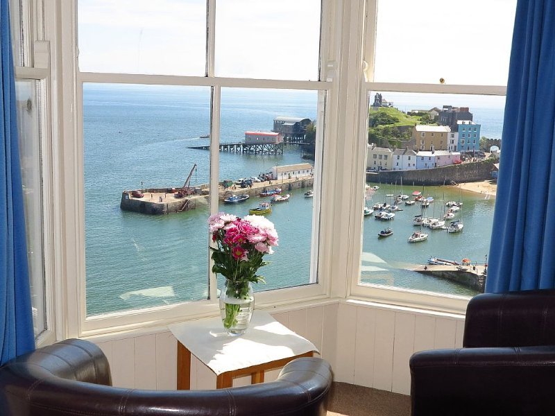 Sea View Apartment Tenby, Pembrokeshire, Wales. Near Beach, Restaurants & Shops, holiday rental in Tenby