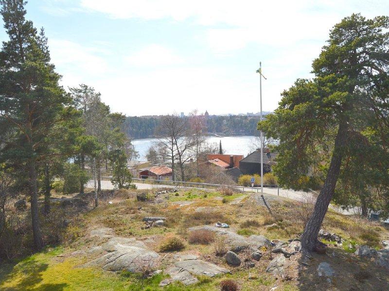 Fantastiskt hus med sjöutsikt 10 minuter från Stockholm Centrum, vacation rental in Upplands-Bro Kommun