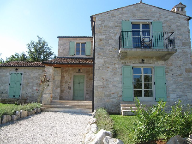 Beautiful 3 bed stone villa, with pool, aircon, wifi, table tennis, location de vacances à Baldasi