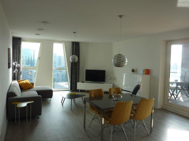 Apê Calypso, luxe vakantie appartement centrum Rotterdam met uitzicht en balkon, holiday rental in Rotterdam