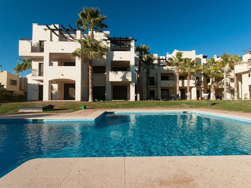 luxurious 2 bedroom,2 bathroom ground floor apartment adjacent to pool Sleeps 6, location de vacances à San Javier