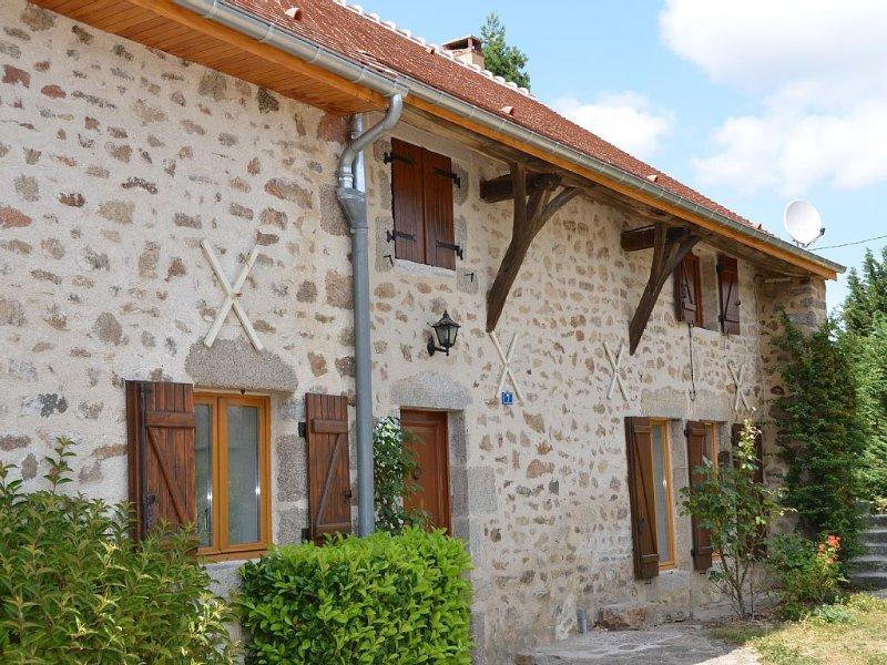 Gîte de charme, calme et fleuri, au coeur du Morvan, Bourgogne, holiday rental in Vault-de-Lugny