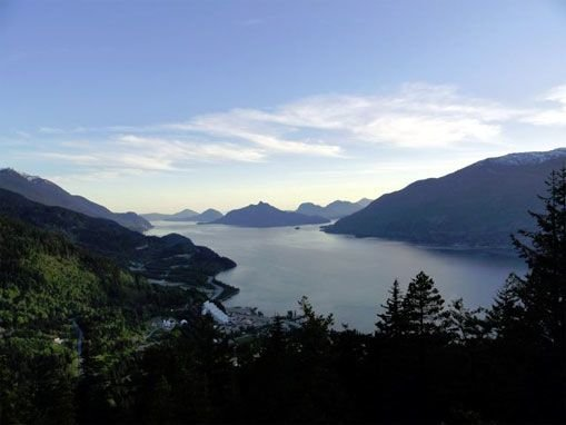 Suburban Living Half Way Between Vancouver and Whistler, BC., holiday rental in Squamish