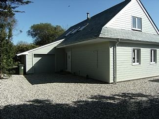 Large Open Plan Modern house in the centre of Rock, holiday rental in Tredrizzick