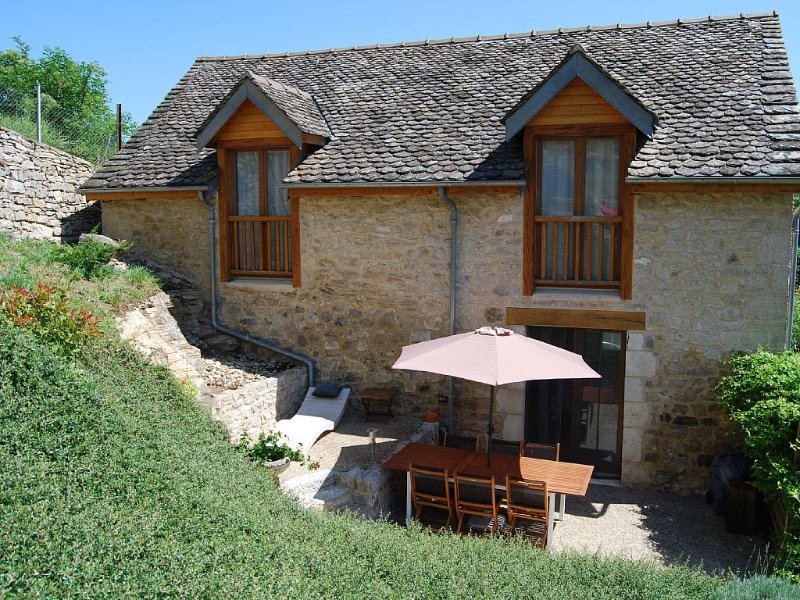 GITE DE CHARME 6 personnes, holiday rental in Aveyron