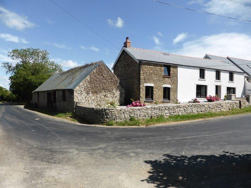 Luxury Pembrokeshire Targate Farm- 4 bedrooms, 2 living rooms, sleeps 10, holiday rental in Portfieldgate