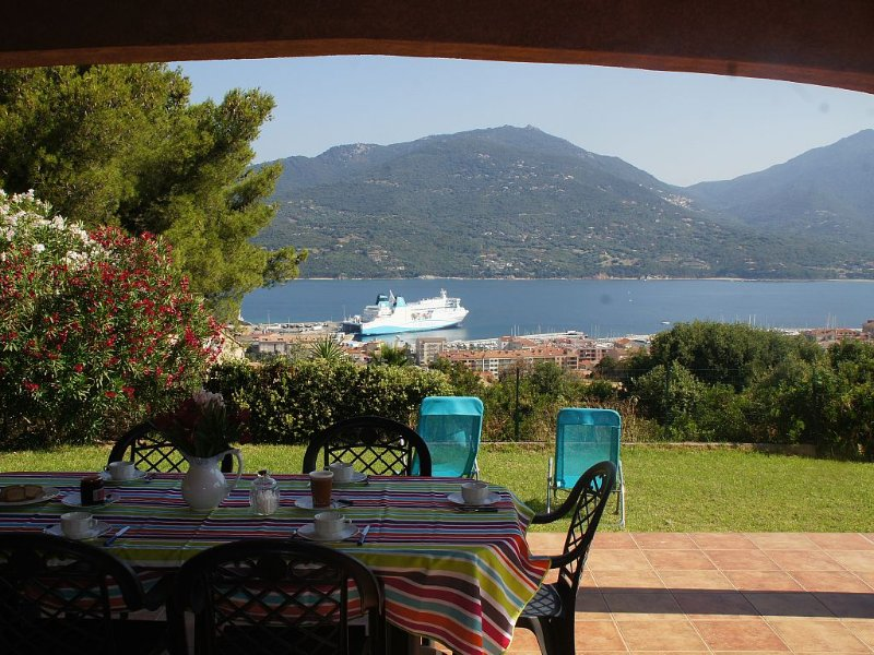 VILLA AVEC VUE EXCEPTIONNELLE SUR LA MER, vacation rental in Propriano