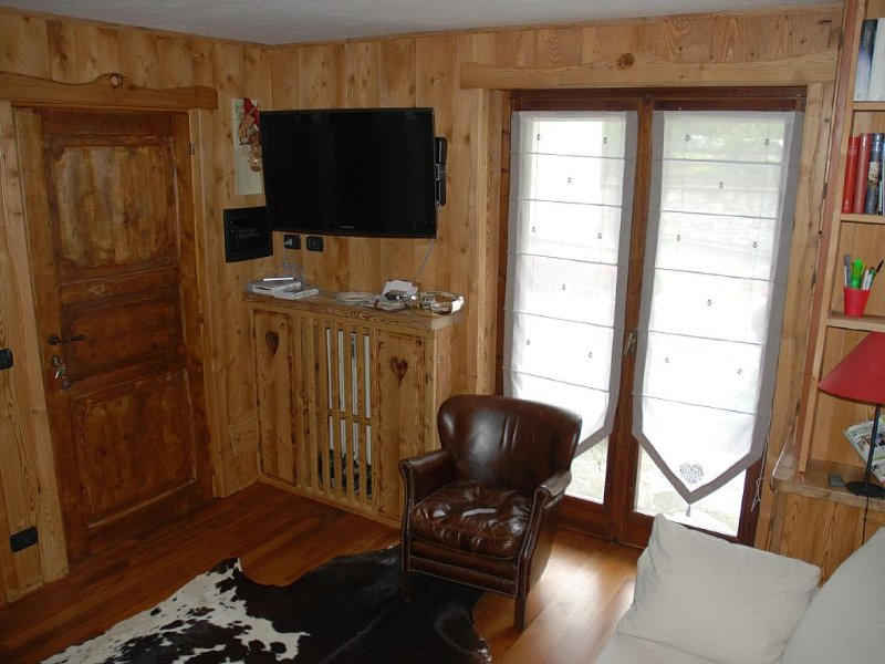 Charming flat in Courmayeur centre, holiday rental in Pre-Saint-Didier