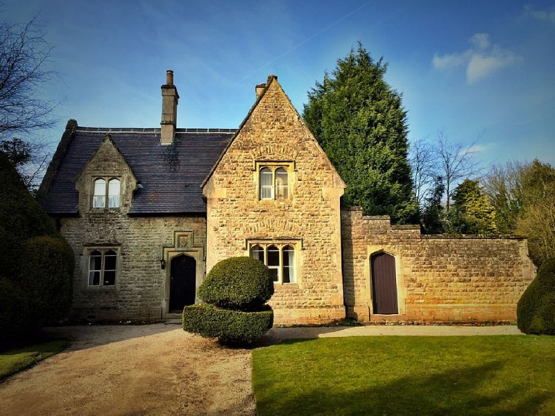 Gardeners Cottage in the grounds of Newstead Abbey- home of the Poet Lord Byron, holiday rental in Mansfield