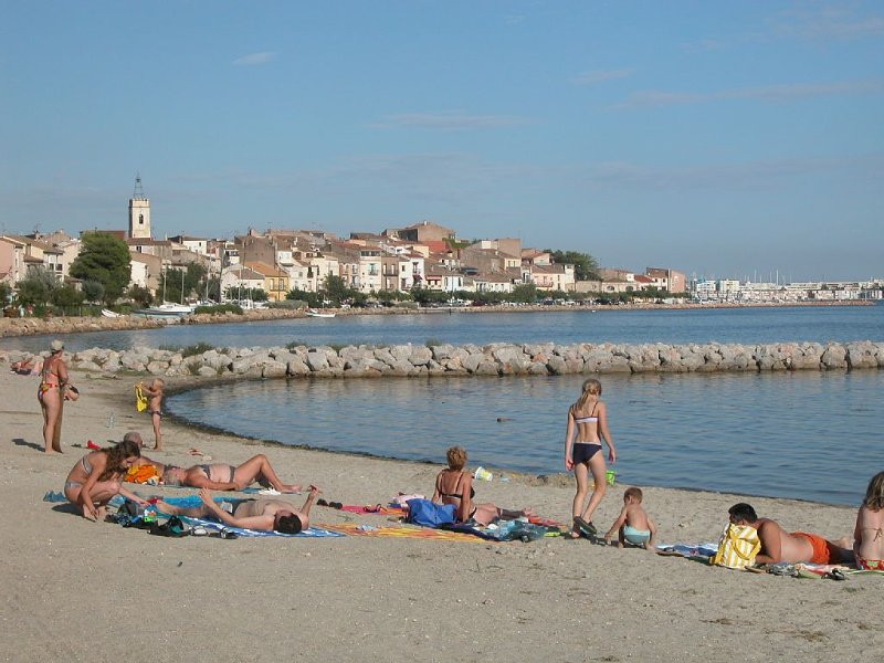 Charming two bedroom apartment in heart of lovely waterside village of Bouzigues, holiday rental in Bouzigues