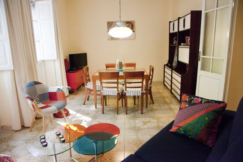 Valencia City Centre - Beautiful pure apartment Valencian style - Modern comfort – semesterbostad i Valencia