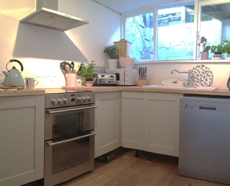 Dottie's Cottage and Arnie's Studio, Taking provisional bookings from 4th July!, Ferienwohnung in St. Ives